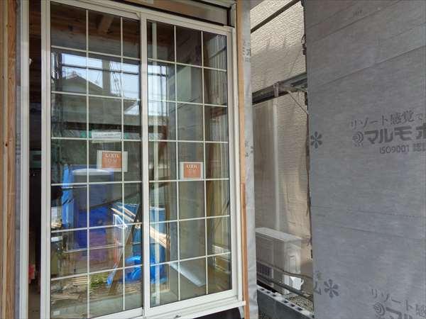 格子入り窓