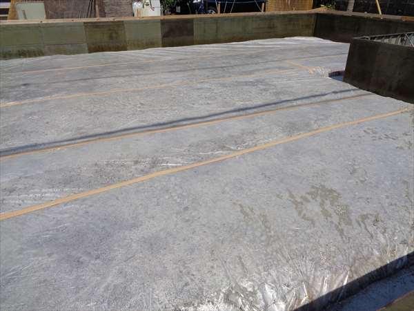 基礎防湿シ-ト敷き