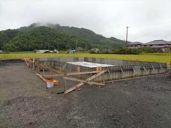 防湿シ-ト敷き