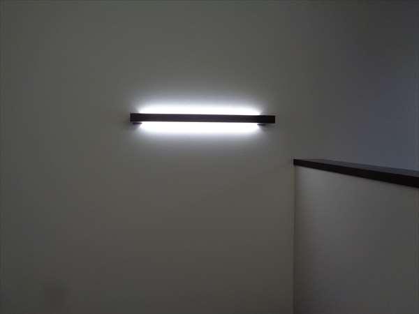 照明付き棚板