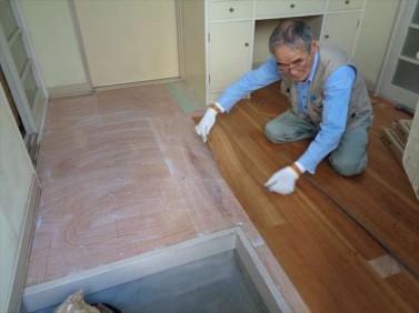 床フロア-タイル貼り