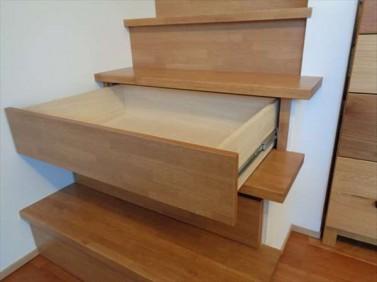 階段に引出
