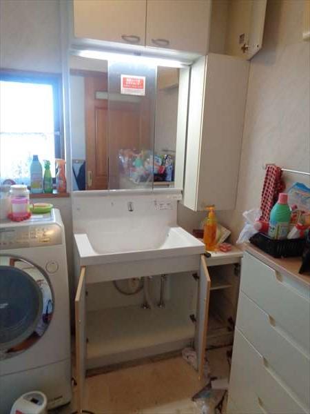 洗面化粧台の取替え