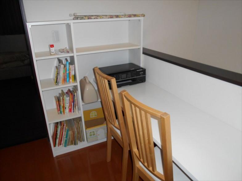 本棚とカウンタ-