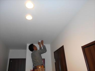 天井を配線