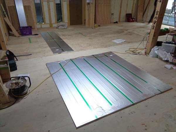 床暖房パネル