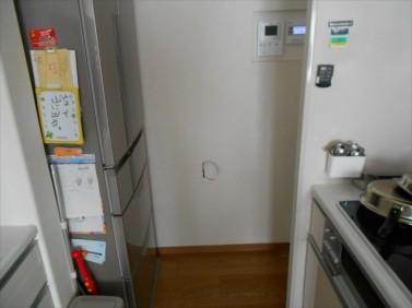 キッチン壁に穴