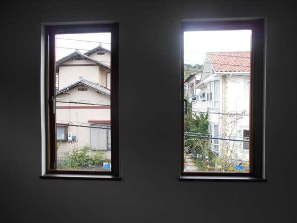 縦すべり出し窓