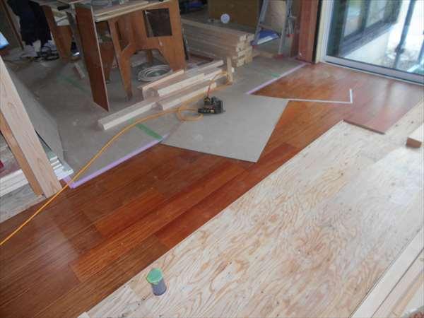 床フロ-リング貼り