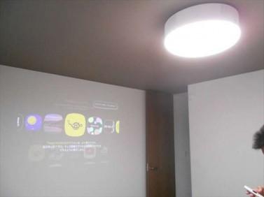 プロジェクタ-付き照明