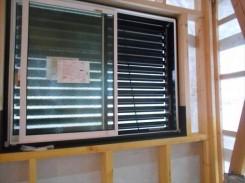 ル-バ-格子窓