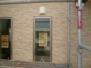 2階の窓とガラリ
